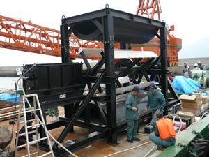 長崎県生月大橋の橋脚を利用したダリウス・サボニウス潮流発電装置(2011年6月9日)
